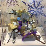 Weihnachtliche Warenpräsentation Uhren