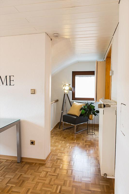 Ein kleiner Flur mit Leseecke zum Relaxen. Home Staging erfolgreich Foto Elvan Biondic