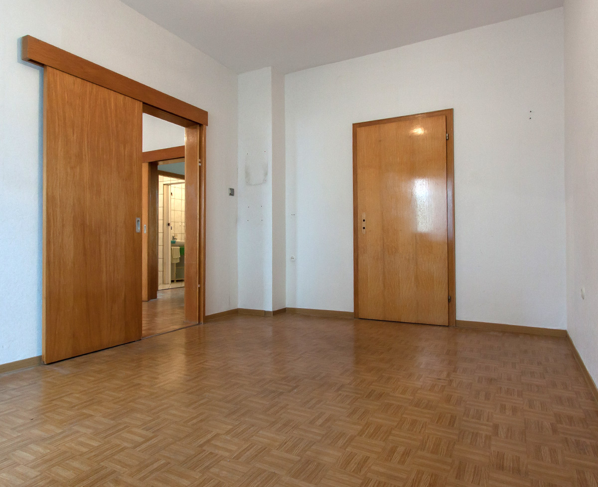Ein Schlafzimmer vor Home Staging ist nicht ansprechend für den Verkauf. Foto: Elvan Biondic