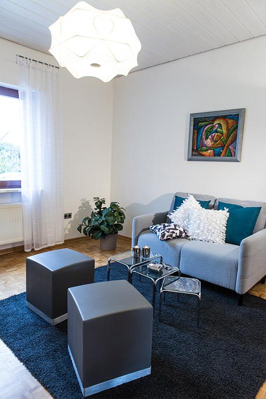 Einladendes Wohnzimmer nachdem Home Staging umgesetzt wurde. Foto Elvan Biondic